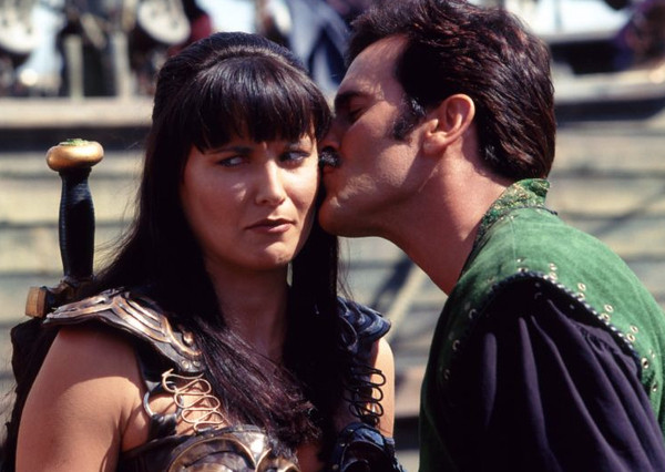 Une relation ambigu - Page 28 Bruce-campbell_lucy_lawless_ash_evil